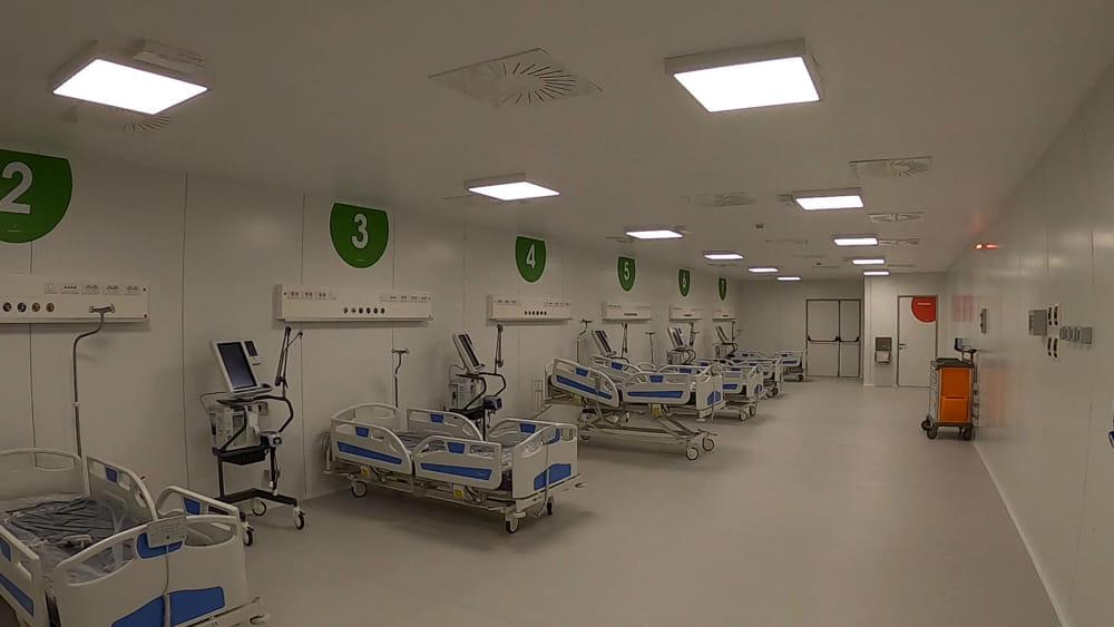 Terminati i posti covid nelle terapie intensive lombarde: riapre l'ospedale in Fiera a Milano