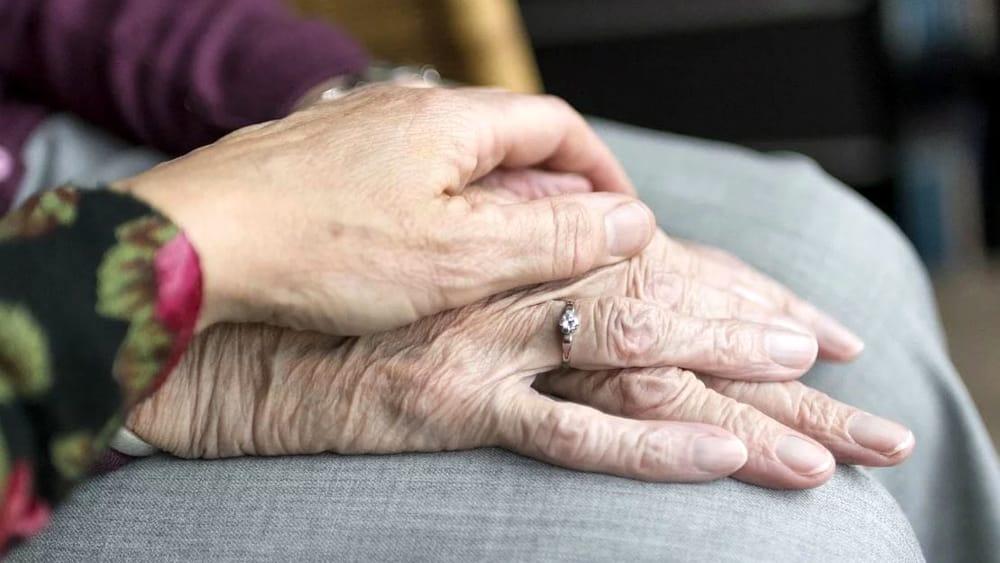 Marito e moglie, sposati da oltre 60 anni, muoiono di covid lo stesso giorno a Sesto (Milano)