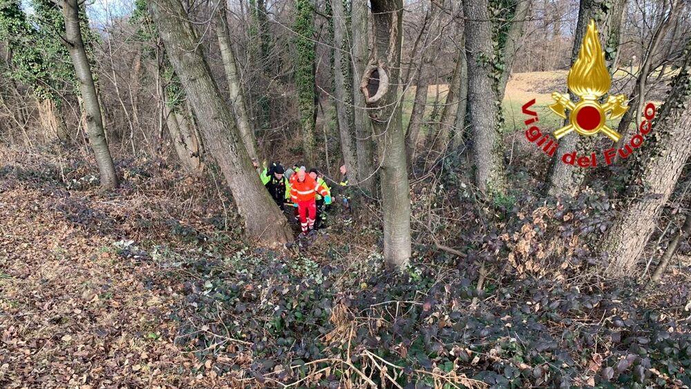 Si perde nei boschi: milanese di 80 anni trovato vivo dopo due giorni e tre notti