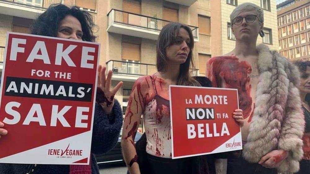 Via Roentgen, attivisti contro le pellicce della sfilata di Max Mara