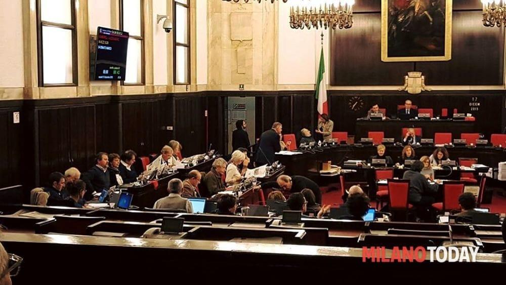 Pernacchia in diretta durante il consiglio comunale: è 'caccia' al colpevole