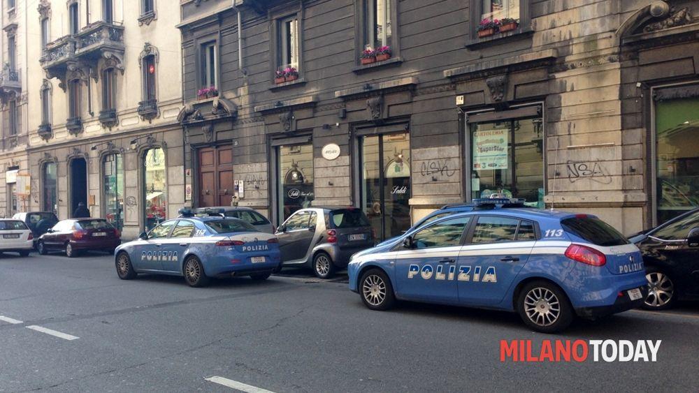 Milano, rapina supermercato e durante la fuga si ferma per assaltarne un altro: arrestato