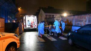 Incidente a Cinisello, uomo investito da un'auto mentre attraversa la strada: ferito