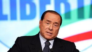 Ladri in fuga dai carabinieri scavalcano un muro e finiscono nella villa di Silvio Berlusconi