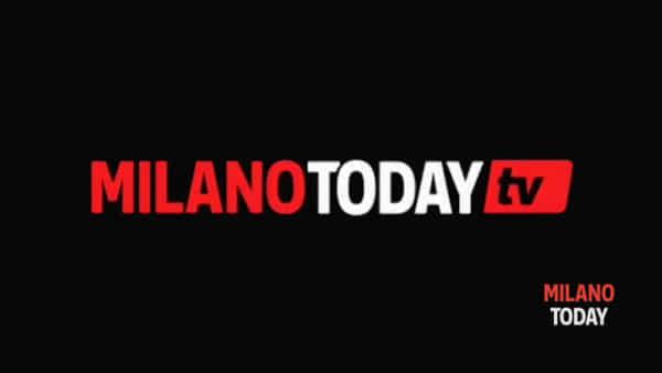 Milano, incidente in viale Marche: Suv travolge motociclista e fugge, il pirata è una donna. Video