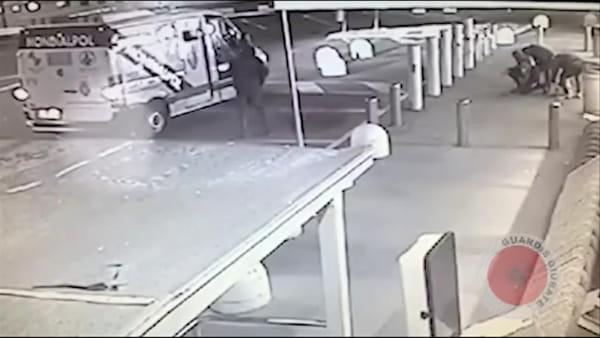 Cologno Monzese, assalto al furgone portavalori: il momento ripreso dalle telecamere di videosorveglianza