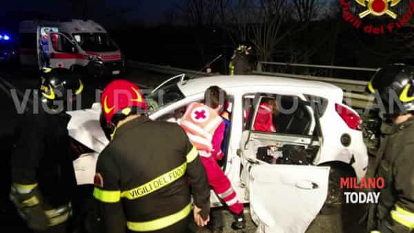 Schianto tra due auto sulla provinciale Val Tidone: 2 feriti estratti dalle lamiere
