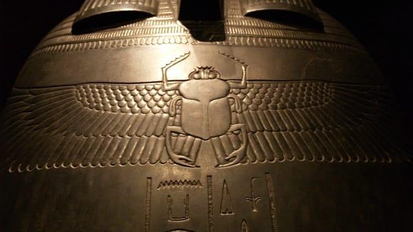 'Spitzmaus e altri tesori': la nuova mostra della Fondazione Prada con la mummia di un toporagno di 2000 anni