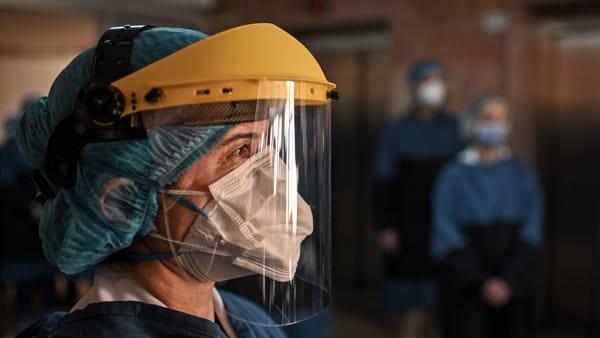 Fino a 1.730 euro di bonus per medici e infermieri in prima linea contro il Covid-19
