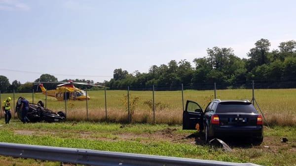 L'incidente - Foto Officina Mariani, che ha recuperate le auto coinvolte nello schianto