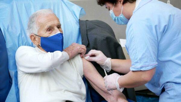 In Lombardia tutti gli over 80 vaccinati entro l'11 aprile, garantisce la regione