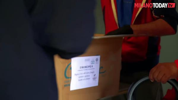 """Milano, pacchi solidali per i residenti di Corvetto: """"Sempre più famiglie sono senza generi primari"""""""
