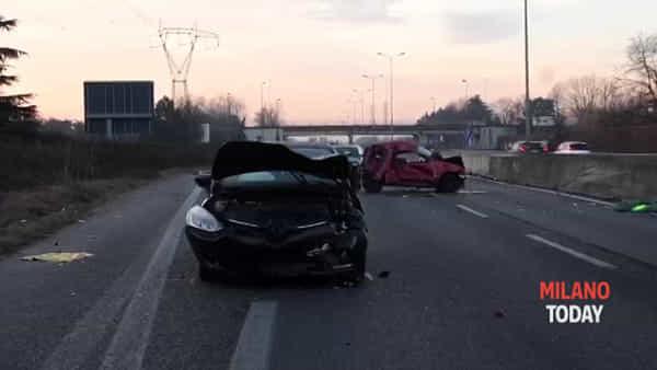 Tassista travolto e ucciso sulla Milano-Meda, caccia all'auto in fuga: preso il pirata. Video
