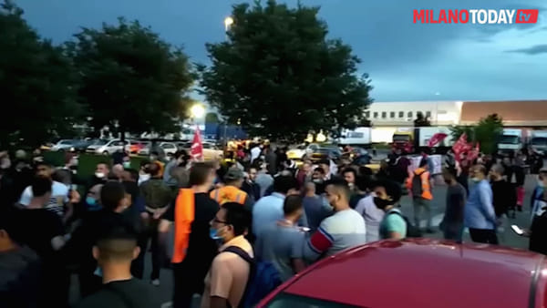 """TNT-FedEx, lavoratori ancora in sciopero a Peschiera Borromeo: """"Ci avevano promesso assunzioni"""""""