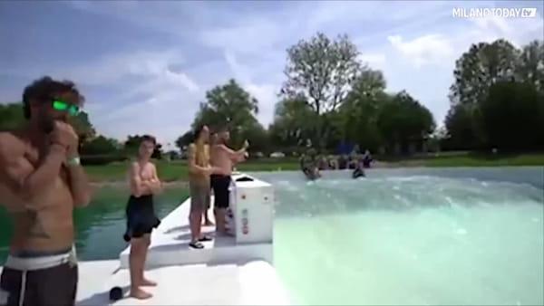 """All'idroscalo di Milano apre la """"Wave pool"""", la prima piscina d'Italia in cui fare surf"""