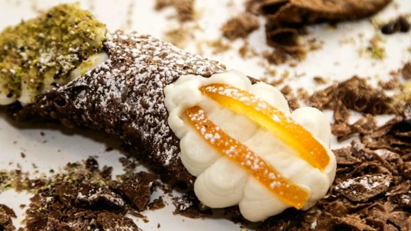 """Cannoli all you can eat"" a Milano"