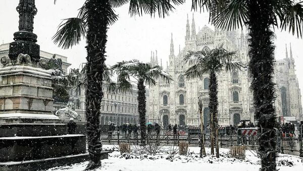 Neve in Duomo (foto Ig/larry_march)