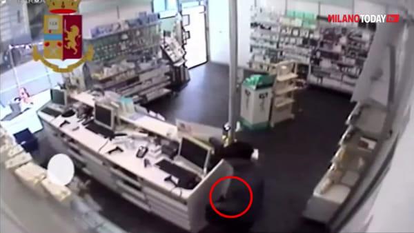 Milano, assaltava farmacie mostrando la pistola (a salve): arrestato rapinatore seriale