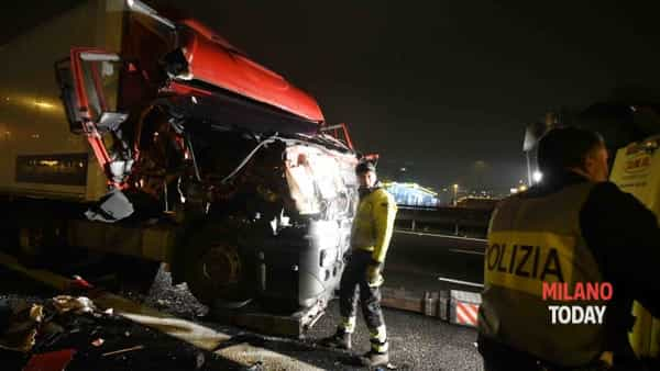 Incidente in tangenziale, autista investito da tir 17