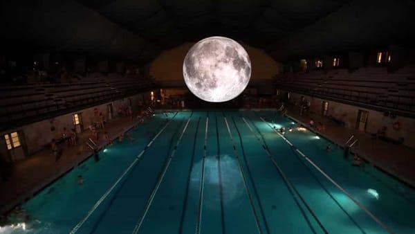 Notte bianca alla piscina Cozzi: venerdì e sabato si nuota fino alle 4 di notte