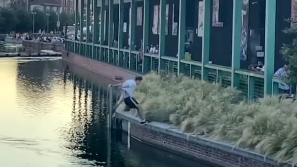 Video: l'incredibile salto in Darsena dell'atleta di parkour
