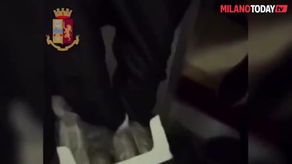 Pusher in accappatoio spacciava dalla porta di casa: la polizia arresta un 42enne di via Binda