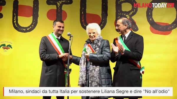 """Milano, il discorso di Liliana Segre: """"Ho conosciuto l'odio, ma spero in voi 'candele' della memoria"""""""