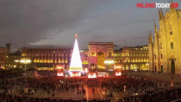 """Milano, il desiderio del sindaco Sala sotto all'albero di Natale: """"Vorrei dare una casa a tutti i milanesi"""""""