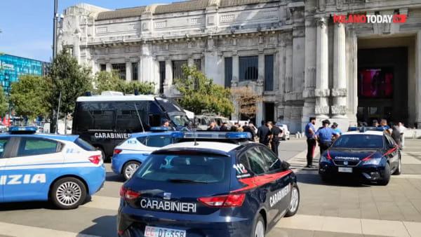 """Milano, militare pugnalato alla gola in Stazione Centrale: l'aggressore urlava """"Allah akbar"""""""