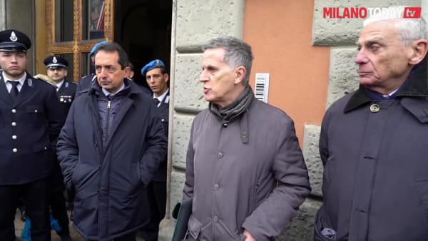 """Milano, l'artista Gunter Demnig: """"Così nascono le pietre d'inciampo per le vittime dei lager nazisti"""""""