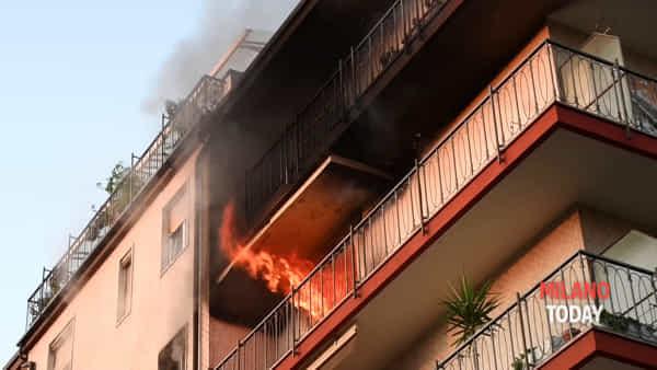 Incendio in un appartamento in via Volta a Bresso, salvata una donna