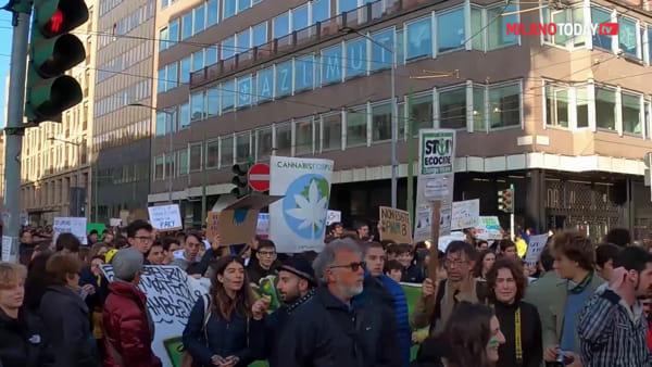 Milano, oltre 20mila studenti al quarto sciopero globale per il clima di Fridays for future