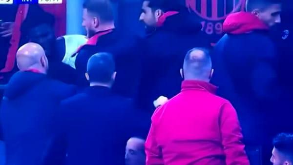 Derby Milan-Inter: video della rissa in panchina tra Kessie (preso di mira con 'buu' dai tifosi) e Biglia