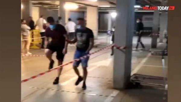 Coronavirus, riapre Ikea: clienti in fila 2 ore prima, la coda mostruosa fuori dal negozio. Video