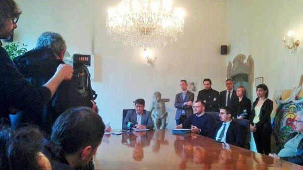 Il sindaco Rocchi alla conferenza stampa dell'11 aprile (foto Dragotto)