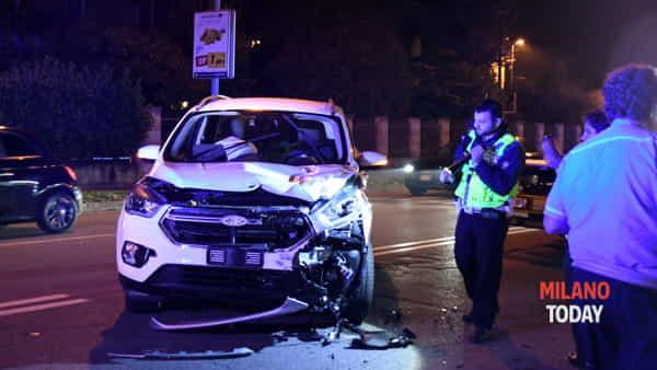 L'auto dell'uomo distrutta (foto Bennati)