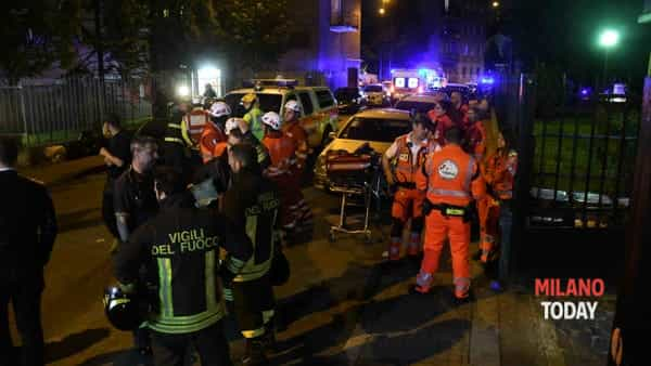 I soccorsi sul posto la sera dell'incendio - Foto © B&V