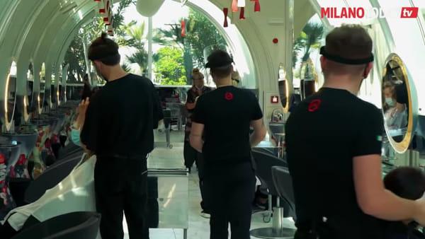 """Riapertura, a Milano tutti in coda per parrucchieri e hair stylist: """"Abbiamo decine di prenotazioni"""""""