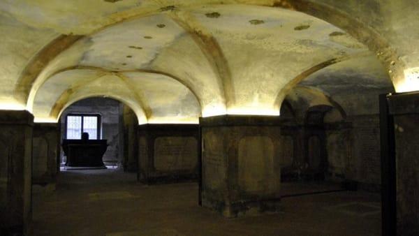 Il percorso dei segreti della Cà Granda tra documenti antichi e 150.000 scheletri