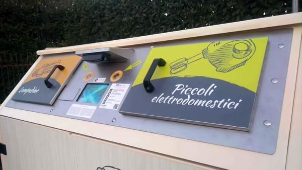 """Rifiuti elettronici, a Milano raddoppiano i """"cassonetti intelligenti"""" per la raccolta"""