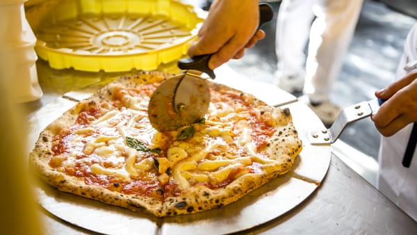 """""""La città della pizza"""" arriva a Milano con 40 grandi maestri pizzaioli"""
