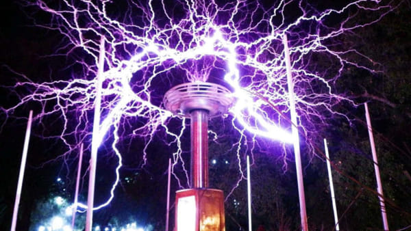 'Nikola Tesla Exhibition': a Milano arriva la mostra con spettacolari fulmini artificiali 'indoor'