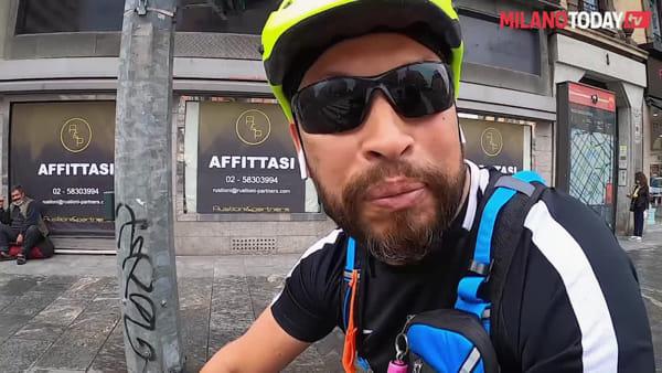 Viaggio sulla pista ciclabile di corso Buenos Aires: furgoni merci parcheggiati e lavori ancora da finire