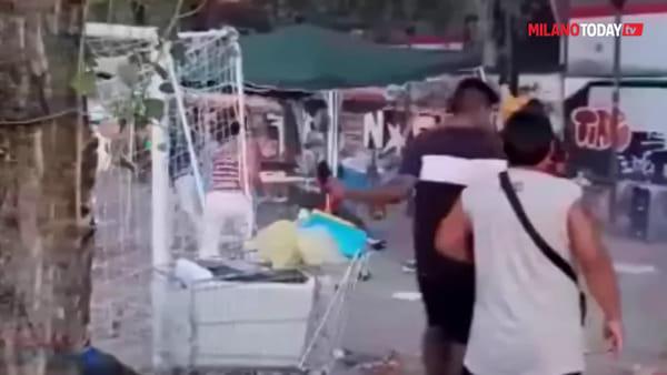 Maxi rissa in via Lorenteggio: calci, pugni e lanci di sedie vicino al Vodafone village