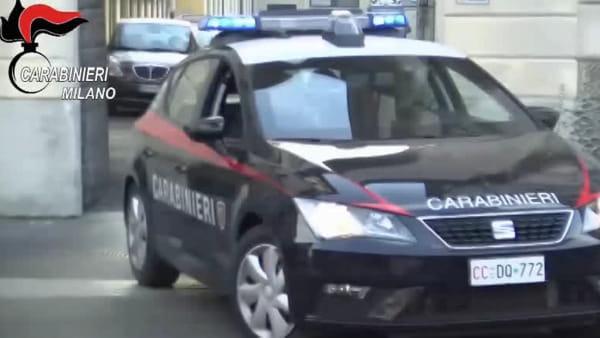 Milano, ecco l'apprendista truffatore in azione: tradito dalla foto su Fb e da questo video