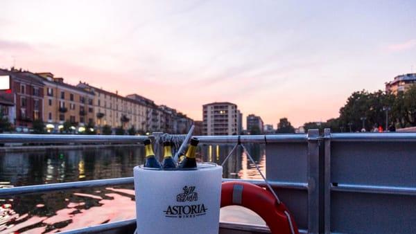 """""""Il brindisi dei record"""": il 7 dicembre calice offerto e musica dal vivo sulla barca del Cinema Bianchini"""
