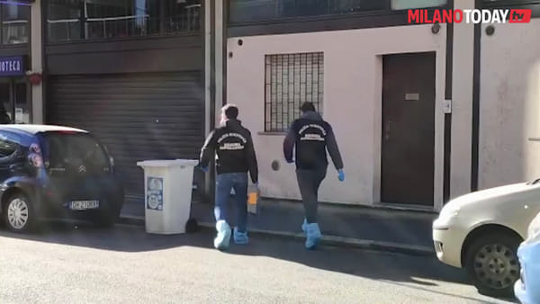 Milano, rapinano il negozio e scappano con il bottino: 3 feriti in una gioielleria in zona Certosa