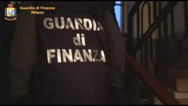 Racket dei documenti falsi: nei guai un finanziere e un poliziotto. L'arresto