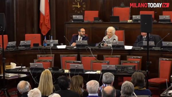 """Milano, Liliana Segre svela le nuove pietre d'inciampo e parla agli studenti: """"Fate la scelta giusta"""""""