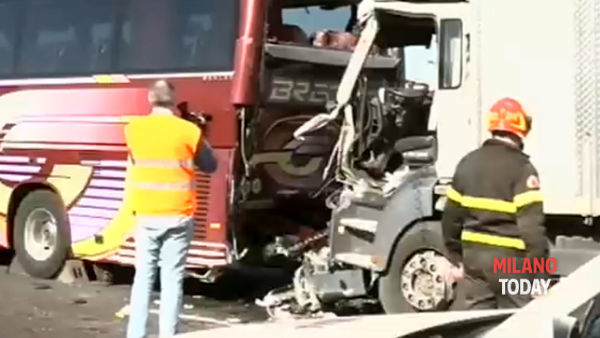 Incidente camion pullman (10)